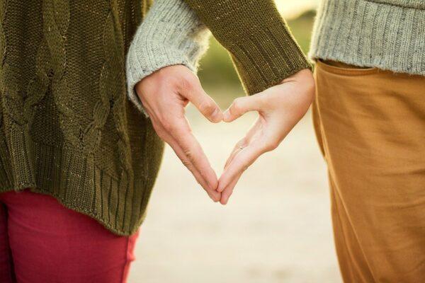 hands, heart, couple-1150073.jpg
